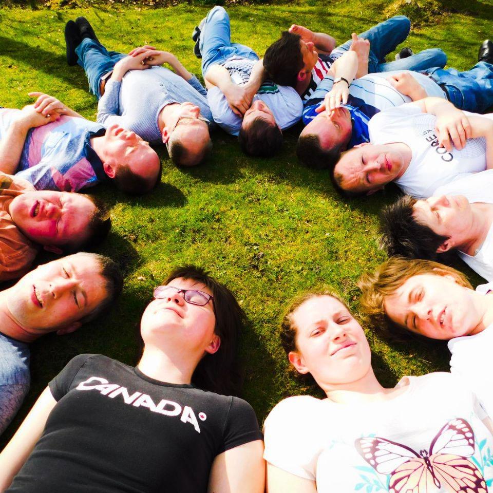 Gruppenaktivitäten fördern die soziale Kompetenz.
